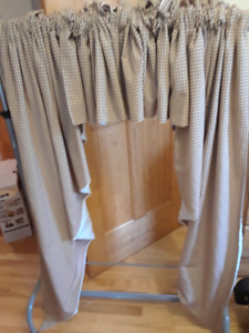 2 sets prairie style country check curtains. Rust,green,cream.