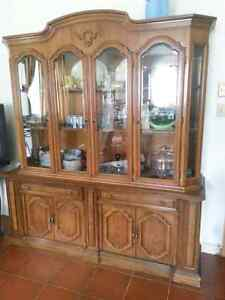 Buffet et table antiques...