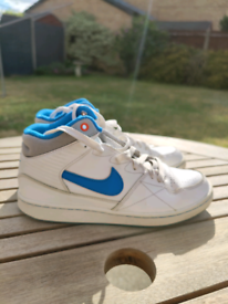 Nike Priority Mid SE Blue/White - UK5