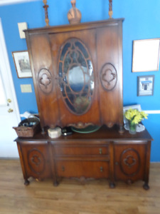 ELEGANT ANTIQUE BUFFET AND HUTCH