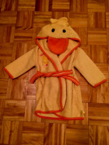 12-18 month super cute duck bath robe. Pu in Dieppe.