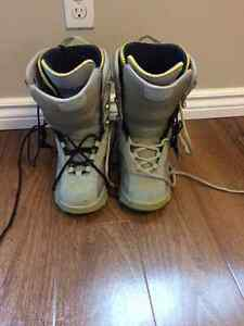 Women's size 8.5 thirty-two boots