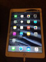 Ipad air 2 gold 128 gb just screen cracked