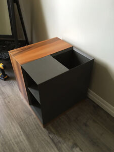 MODERN SIDE TABLE!  DESCENT DESIGN!!