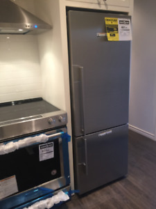 Brand new Fisher Pakel high end fridge. 13.5 cu ft