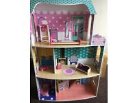 Gorgeous dolls house, with 2 cars and Barbies