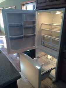 Like New Amana Fridge for sale Cambridge Kitchener Area image 1