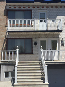 AVAILABLE FOR JULY!! UPDATED 1 BEDROOM APARTMENT