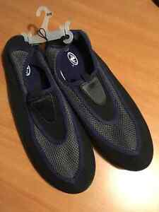 MENS SHOES 11/12 LARGE BLACK AND BLUE