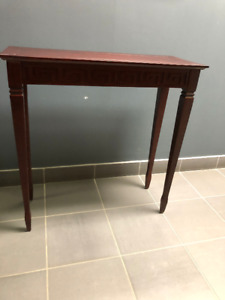 4 Legged Brown Wood Pedestals / Side / End / Nesting Tables