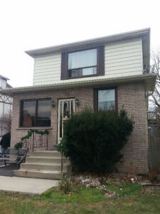 Beautiful 2 Story Detached on the mountain Fennell / Upper James