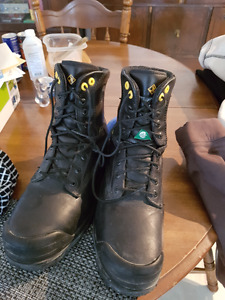 Size 10.5 Terra Steel-toed boots with Metatarsal guard
