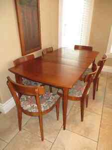 1960's vintage/ retro solid wood kitchen table w 6 chairs