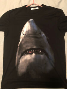 Givenchy Shark T-shirt authentic sale