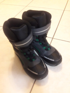 Boys winter boots - size 7