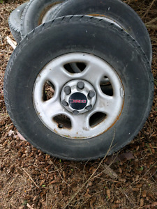 "Gm truck rims 16"" with center caps"