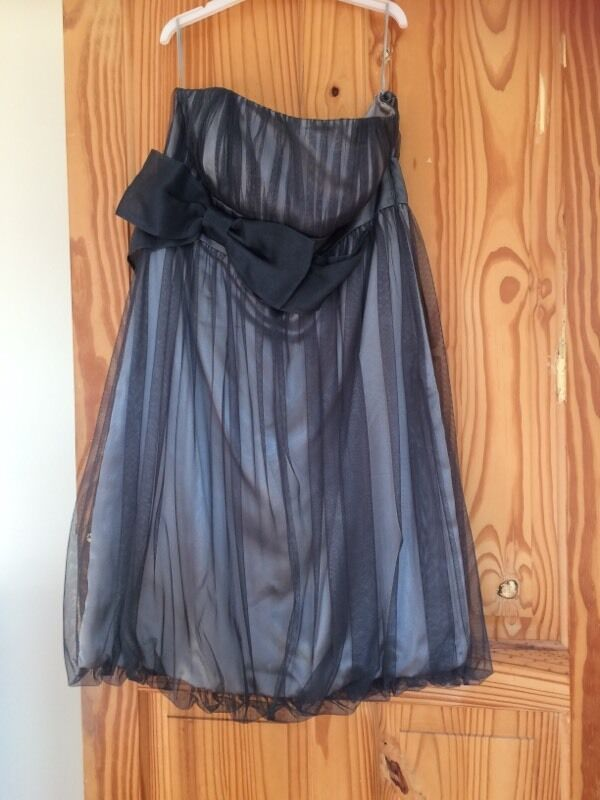Monsoon dress size 14in Coalville, LeicestershireGumtree - Grey monsoon strapless dress in a size 14 with a grey bow on the front, it is in good condition.Collect from Ravenstone