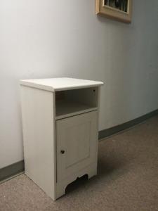 Table de chevet à armoire