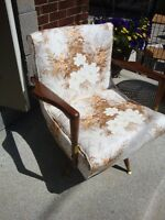 SWIVAL ACCENT CHAIR