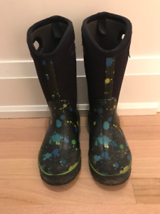 Bogs unisex winter boots - youth size 4