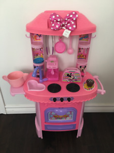 Mini Mouse Kitchen with dishes and food