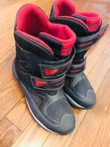 Boys Geox winter boots size 4.