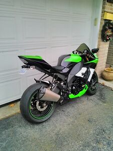 KAWASAKI ZX10R 2009 SPECIAL EDITION WITH EXTRAS Windsor Region Ontario image 2