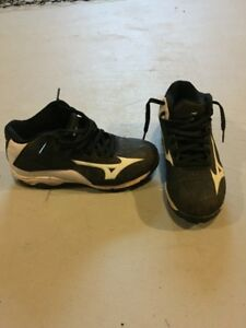 Youth Baseball Cleats - Size 2 (Mizuno)