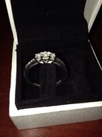 PEOPLES White Gold Diamond Band