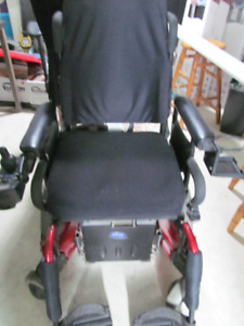 MOTORIZED WHEELCHAIR NEEDS A BATTERY