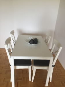 DINING SET - GREAT OPPORTUNITY!