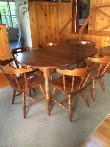 Oak Dinner table and chairs (coboconk)