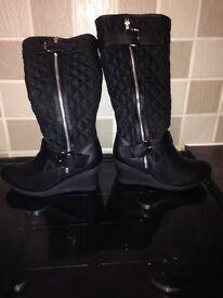 Ladies black boots size5-6