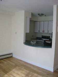 Beautiful sunny split level 2 bedroom - call 902 497 0325