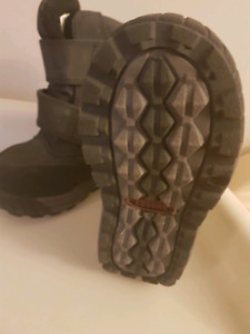 New Toddler size 7 boots
