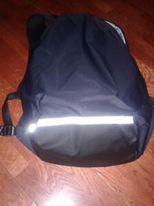 Lulu Lemon Surge Run Backpack BRAND NEW