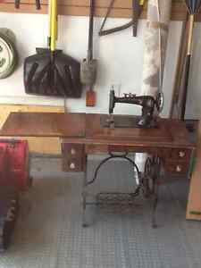 Antique Singer sewing machine West Island Greater Montréal image 2