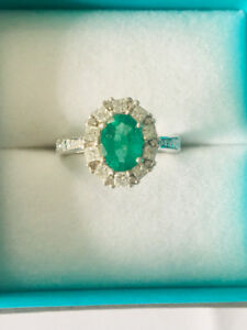Designer Emerald Diamond Ring