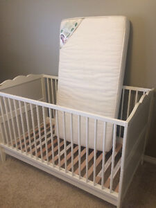 White Ikea crib with mattress. Excellent condition.