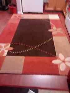 Area rug 5 feet 3 inches by 7 feet 9 inches excellent condition
