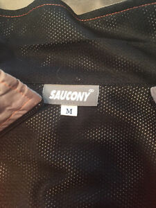 Saucony running jacket size medium.  Cambridge Kitchener Area image 2