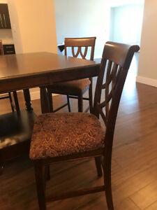 Like New Table and Four Chairs