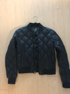 BRAND NEW: Aritzia League Puffer Bomber Jacket, Size M in Black.