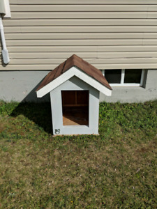 Dog house / accessories