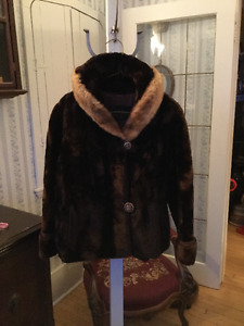 Plush vintage women's cropped brown mouton coat with mink collar