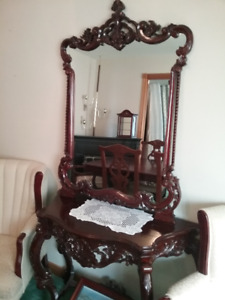 Queen Anne hallway mirror and matching table for sale