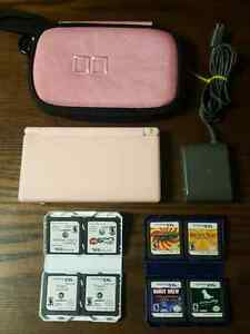 NICE NINTENDO DS LITE PACKAGE FOR GIRL / ENSEMBLE POUR FILLETTE  West Island Greater Montréal image 2