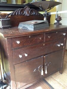 Beau buffet antique