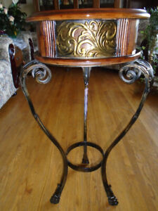 Furniture MAHOGANY OCCASIONAL ROUND TABLE - $150