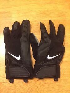 Youth medium batting gloves new just tried on